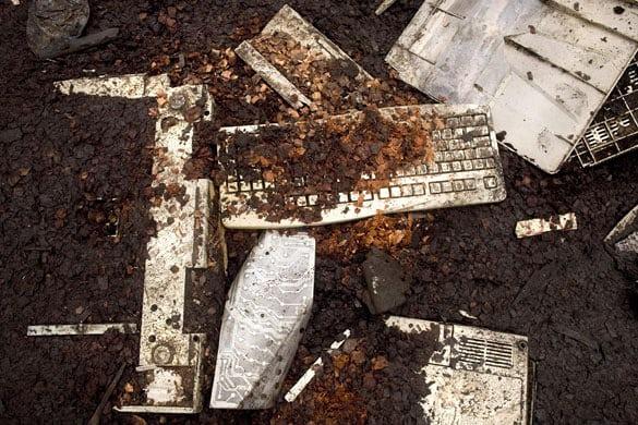 Garbage-computer-parts-li-020