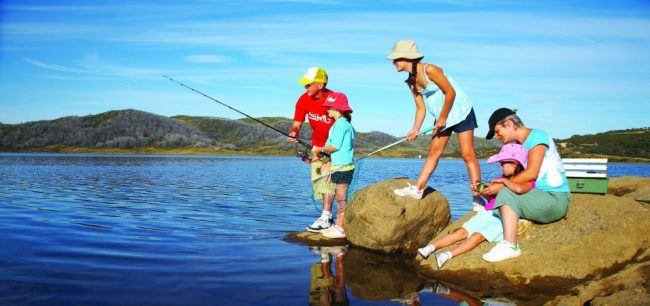family_fishing-650x306